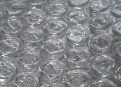 [TGIF] Un traje hecho de plástico de burbujas