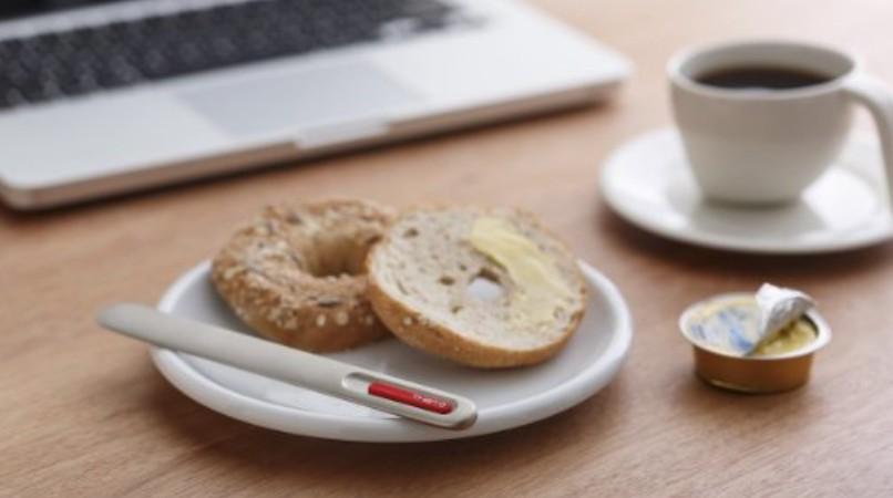 Un cuchillo que usa tu calor para extender mantequilla fácilmente