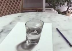 [TGIF] Dibujo hiperrealista en tres dimensiones de un vaso de agua