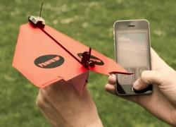 PowerUp 3.0: el clásico avión de papel, ahora controlado con tu móvil