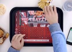 KFC lanza un mantel con teclado para usar tu móvil sin manchar la pantalla