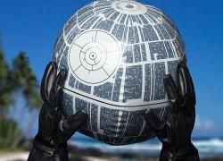 Si vas a la playa, no olvides tu pelota inflable de Star Wars con luz