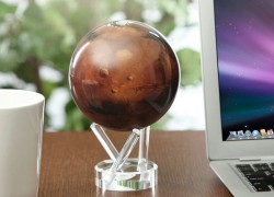 Globos giratorios para tu escritorio de la Luna y Marte