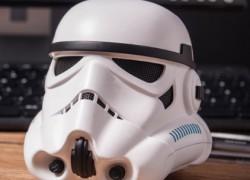 Un altavoz en forma de soldado imperial de Star Wars