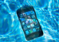 Qué hacer si tu móvil tiene arena o ha caído al agua