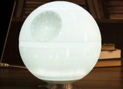 Luz ambiental en forma de Estrella de la Muerte de Star Wars