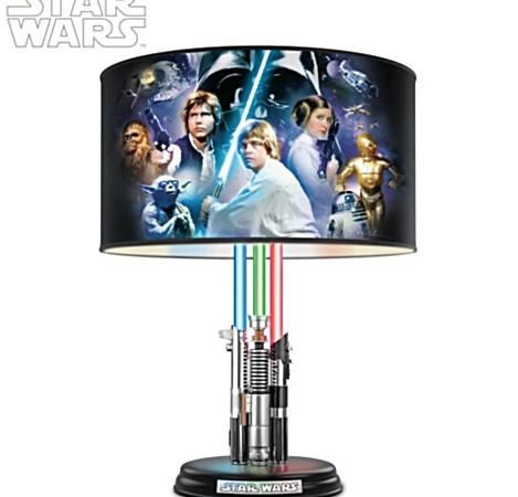 Lámpara de Star Wars iluminada con sables de luz