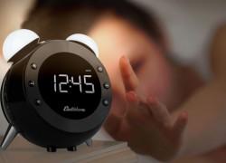 Radio reloj retro para despertar con estilo