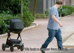 Carrito de bebé que te sigue gracias a la tecnología de un Volkswagen