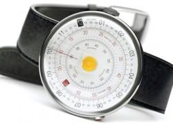 Reloj inspirado en las reglas de cálculo de antaño