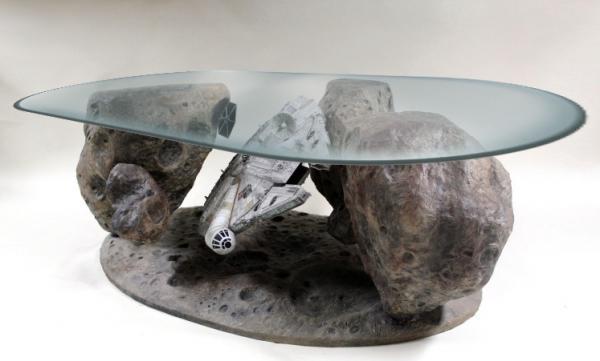 Mesa de café con diseño del Halcón Milenario