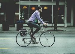 Lumos, el casco de bici con luz incorporada