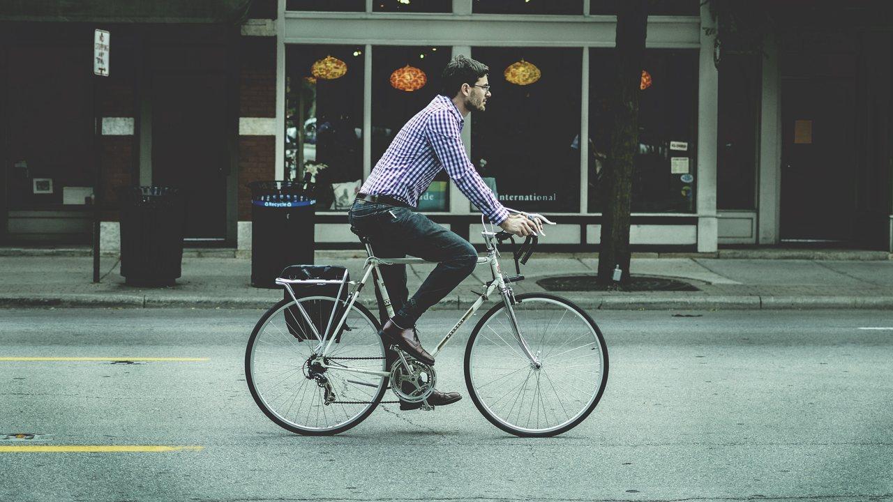 Lumos, el casco de bici con luz incorporada - ChicaGeek