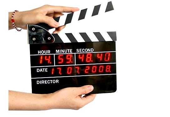 Reloj despertador con forma de claqueta de cine