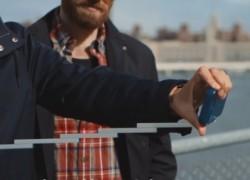 Funda de iPhone que incluye un palo de «selfie»
