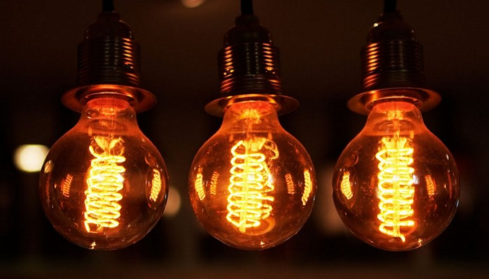 Usa bombillas led amarillas o naranjas para atraer menos mosquitos