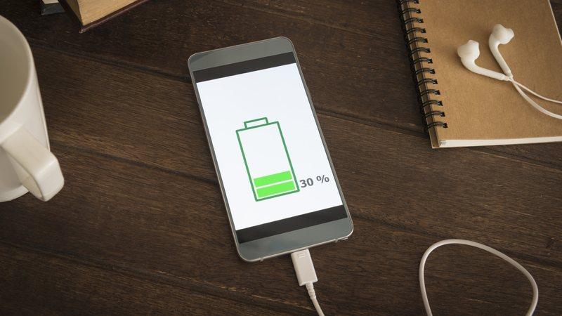 Cerrar las apps del móvil no ayuda a ahorrar batería