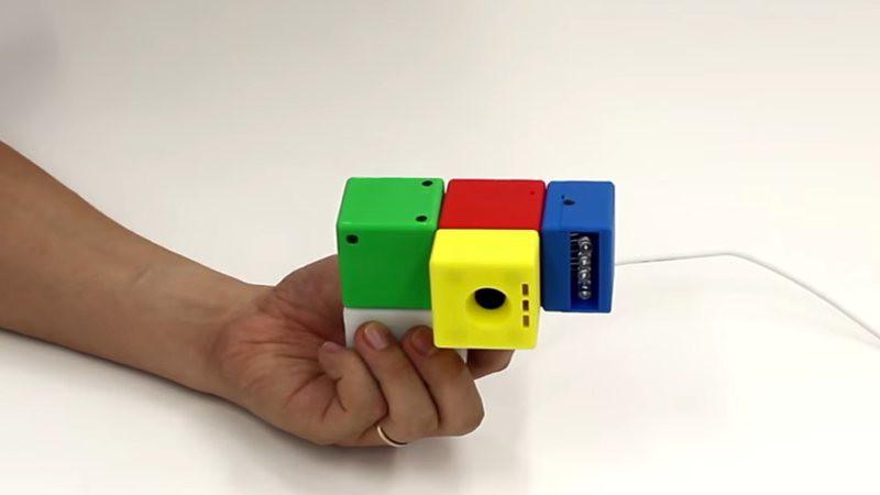 Construye esta cámara por piezas como si fuera de LEGO