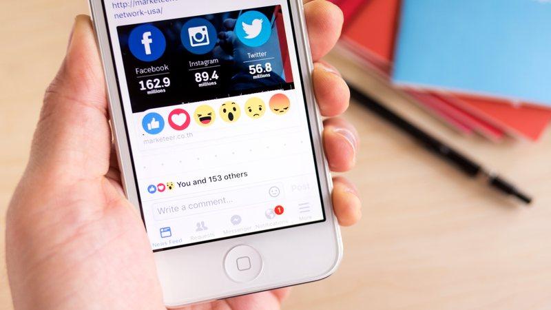 Cambia las caritas de reacción de Facebook por otros iconos