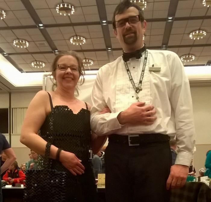 Un vestido para su mujer hecho con 12.000 piezas de Lego