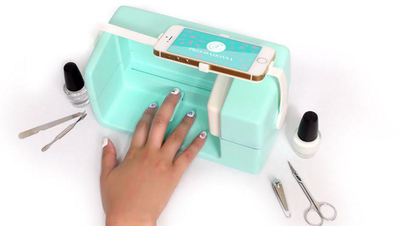 Nailbot, una impresora que pinta uñas con gran nivel de detalle