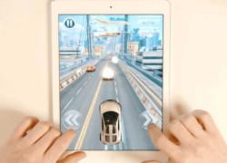 Un juego de carreras para tablet que funciona con un coche de juguete real