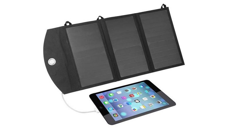Recarga tus gadgets con estos paneles solares plegables