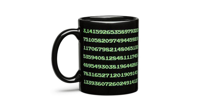 Taza que muestra 334 decimales de Pi al calentarse