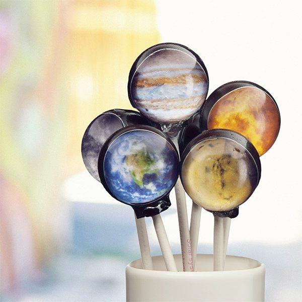 Cómete el universo con estas piruletas de planetas