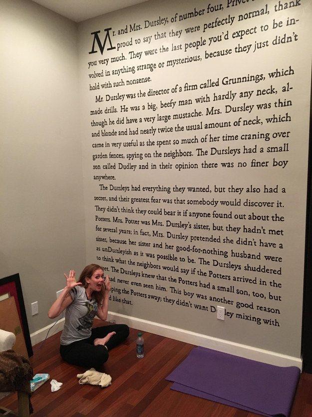 Una fan de Harry Potter decora su casa con la primera página de la saga