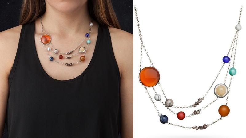 Un collar con el Sistema Solar completo