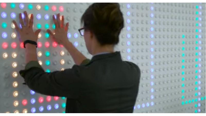 Google te enseña cómo hacer su pantalla de 6.000 botones de recreativa