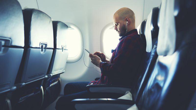 Ideas para entretenerte con tecnología en un vuelo