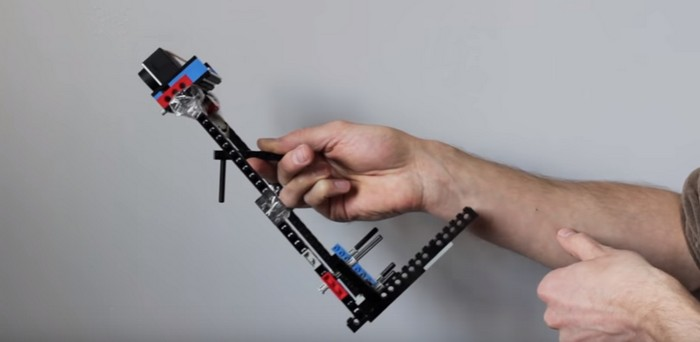 Construye un estabilizador para tu cámara usando LEGO