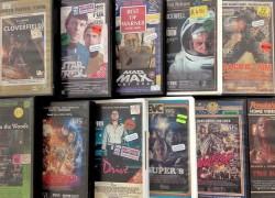 Este chico diseña carátulas de VHS con series y pelis actuales