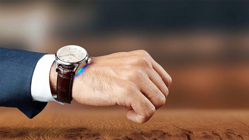 Chronos: un pequeño gadget que convierte tu reloj normal en un smartwatch