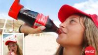 Una botella de Coca-Cola que hace selfies