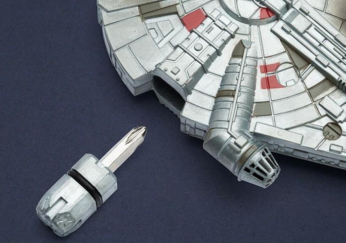 Herramienta multiusos con forma de Halcón Milenario de Star Wars