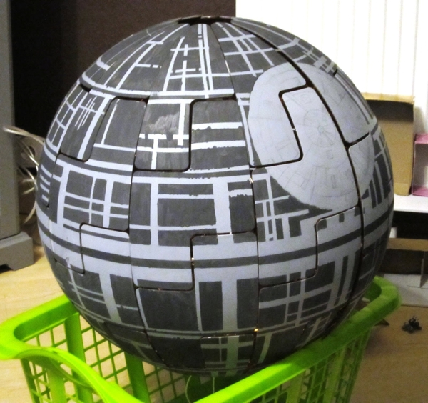 Crea una Estrella de la Muerte con una lámpara de IKEA