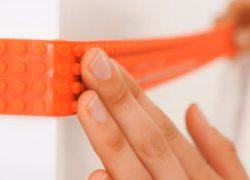 Una cinta adhesiva de LEGO que puedes pegar donde quieras