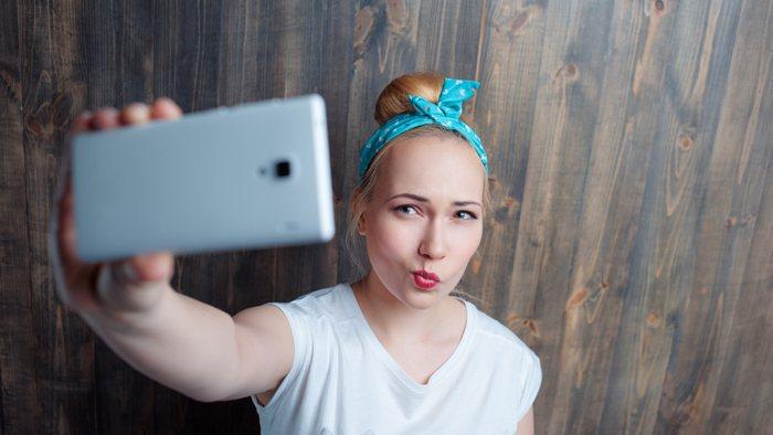 Selfies perfectos gracias a esta luz para tu móvil