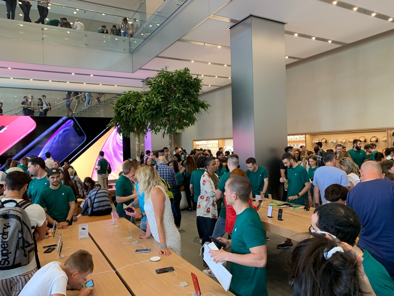 La Apple Store de Barcelona reabre sus puertas con un nuevo enfoque y diseño